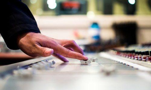 mixing-desk-351478_640web